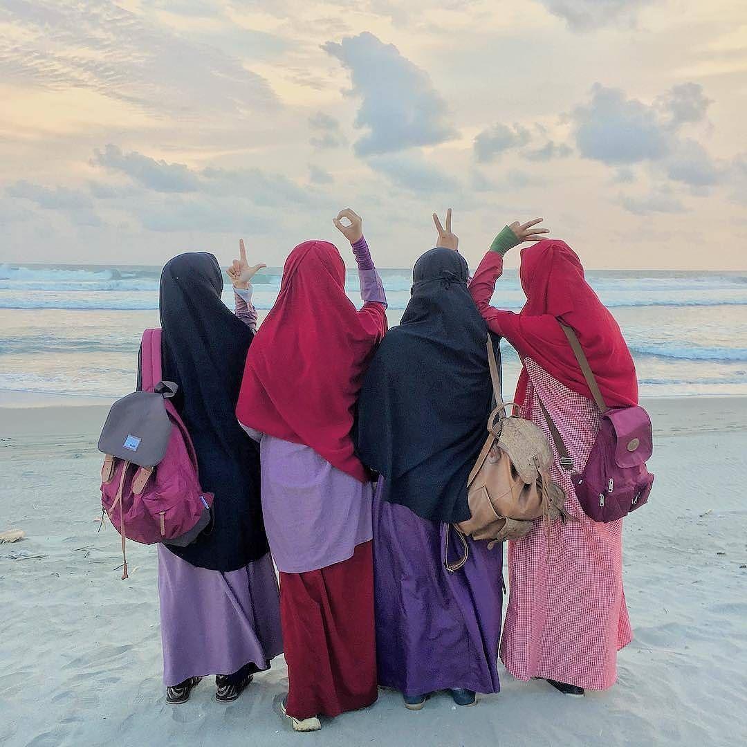 eL Ow Vi iE . Lensa Muslimah Dari Sudut Yang Indah