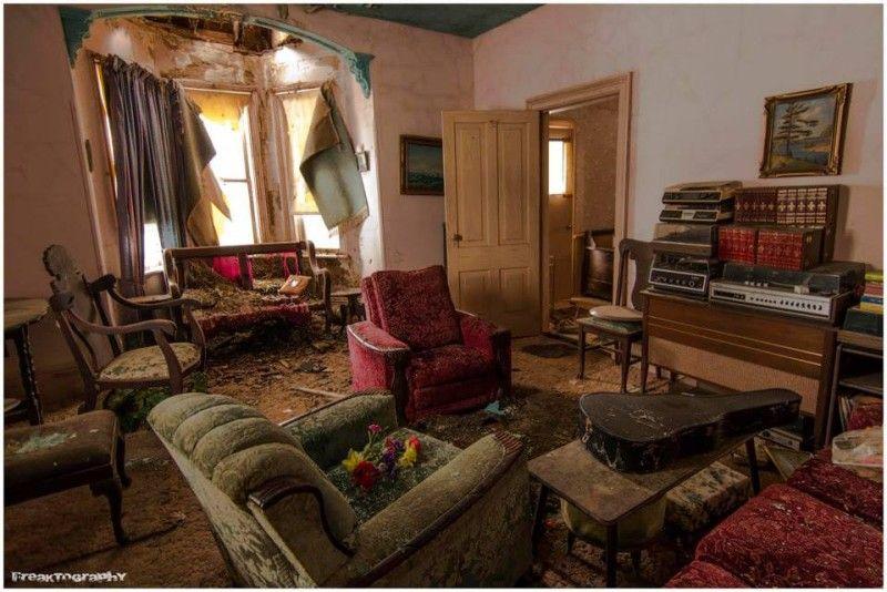 Um fotógrafo encontrou esta casa abandonada há 30 anos. Então abriu a porta e não acreditou no que viu.