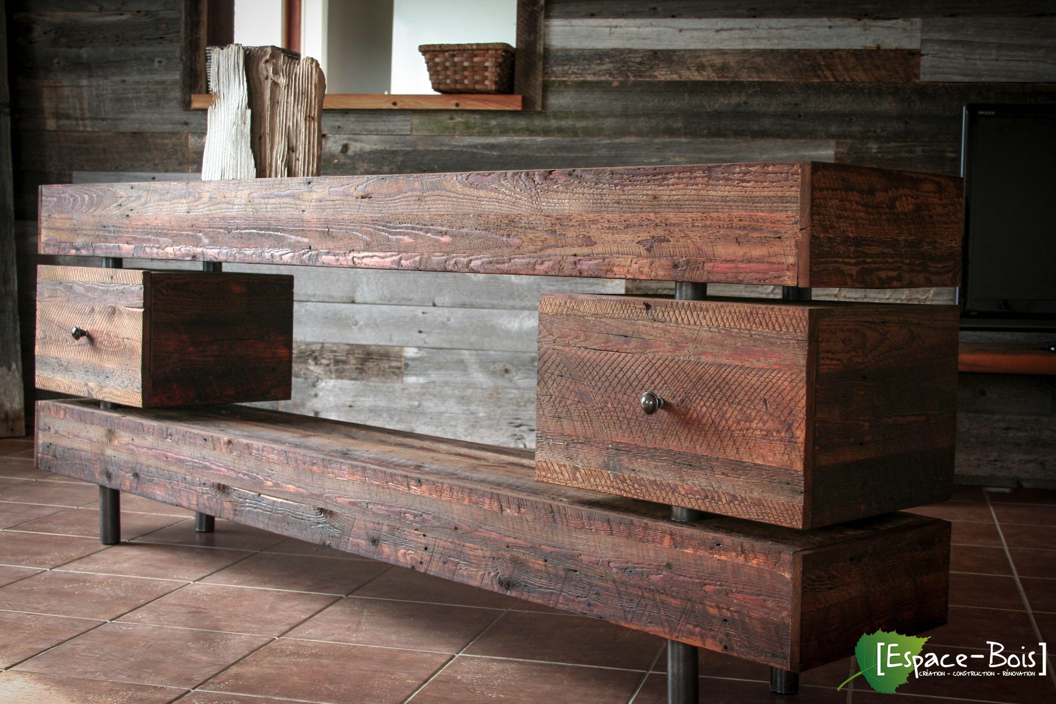 Meuble de télévision en bois de grange et pattes en métal Essence