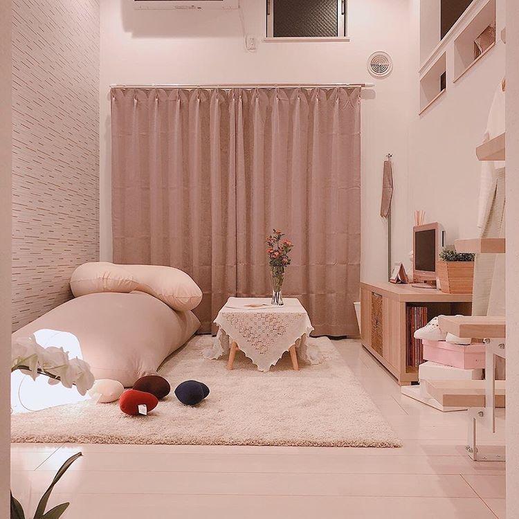 Make My Room By Little Roomsはinstagramを利用しています ロフトのあるお部屋 帰ってきたらすぐだら んと座りたくなっちゃう Yogibo ヨギボー を 一人暮らし部屋レイアウト 部屋 レイアウト インテリア グレー ピンク