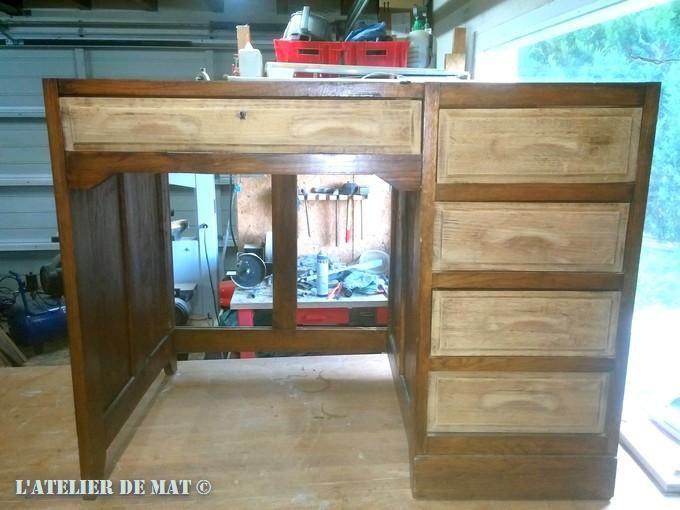 Vue élevée des clous sur le vieux bureau en bois télécharger des