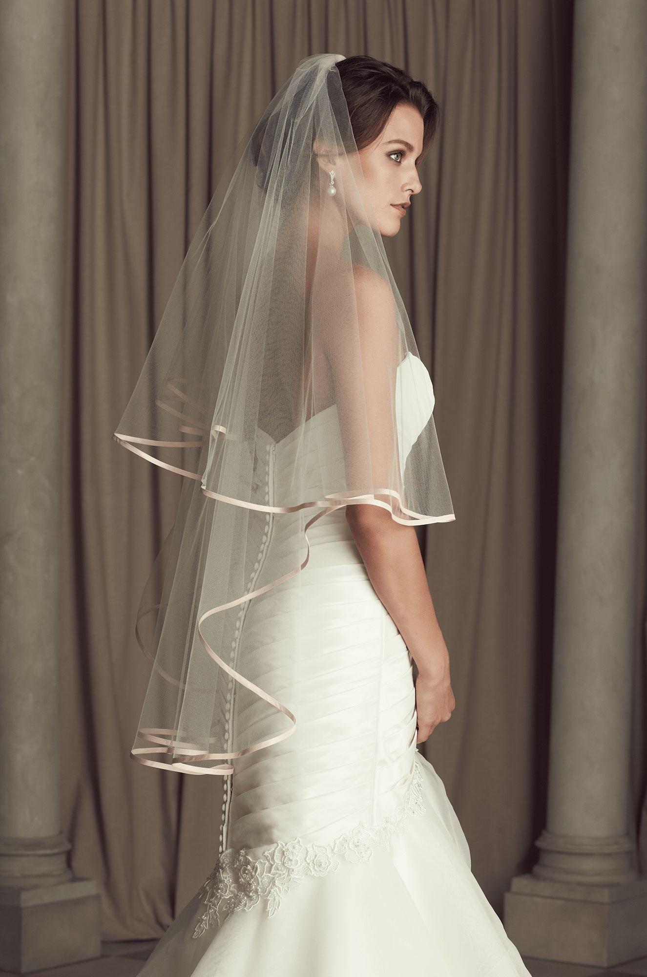 Silk Dupioni Edged Veil Style V442fd Paloma Blanca Veil Styles Wedding Bridal Veils Chapel Length Veil [ 2000 x 1325 Pixel ]