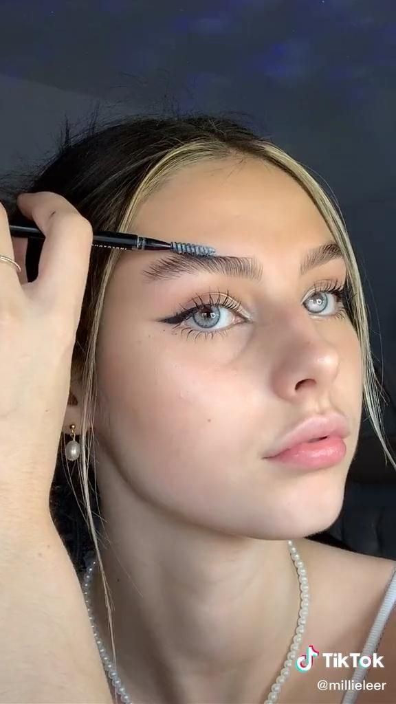 Easy Natural Makeup Tutorial Tik Tok Video In 2020 Face Makeup Tutorial Video Natural Makeup Tutorial Natural Makeup
