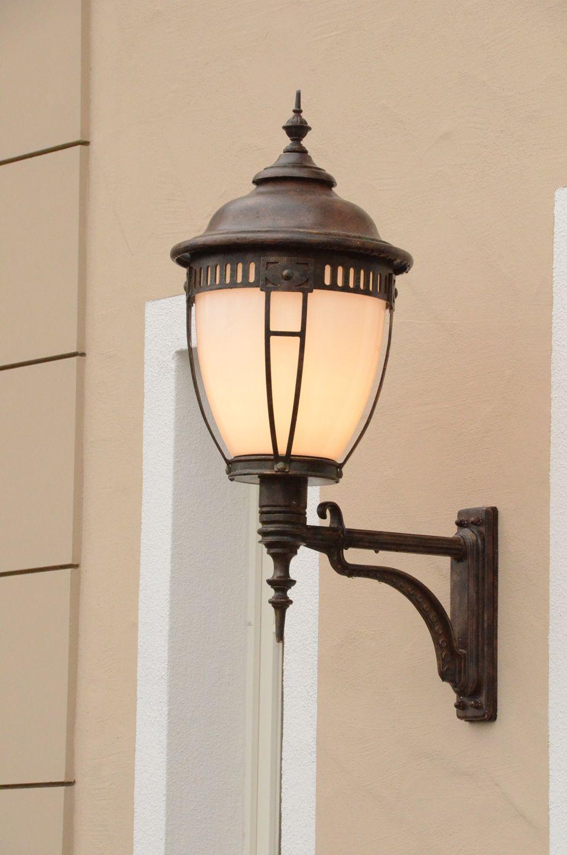 Applique D Exterieur Sur Bras Portant En Fer Forge Fabrique Par Les Forges Robers En Allemagne Ref 19010016 Fer Forge Luminaire Lampe Exterieur