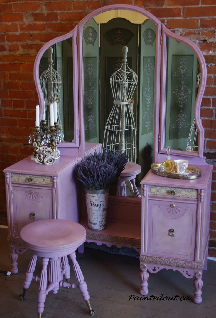 Vanity Dressing Table in Henrietta Chalk Paint™ with Clear