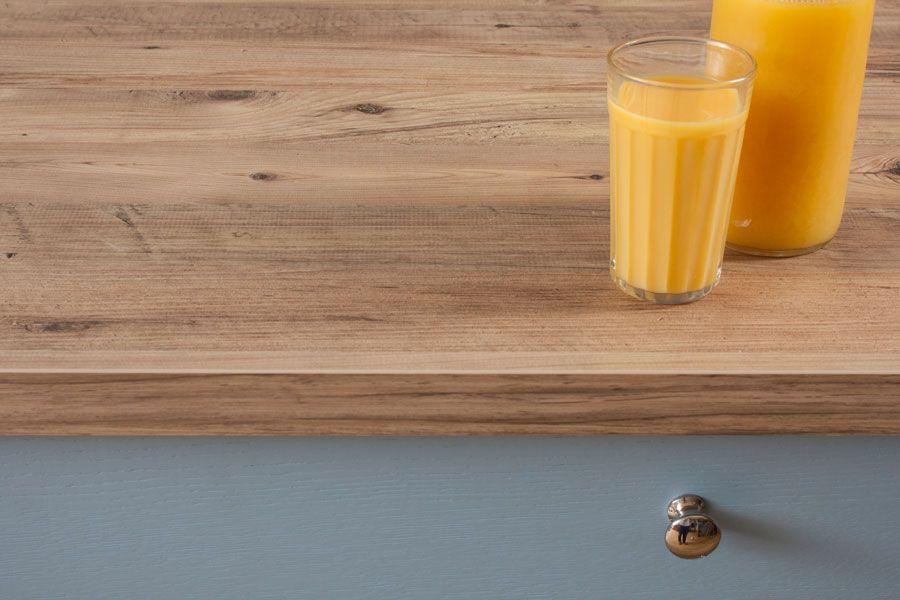 Die Kante Dieser Arbeitsplatte Mit Rustikalem Holz Effekt Ist Rechteckig Rustic Holz Resopal Arbeitsplatte Rustikales Holz Massivholz Arbeitsplatte