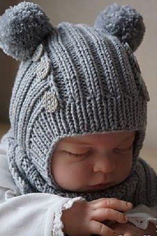 шапочка шлем с помпонами для новорожденного спицами описание