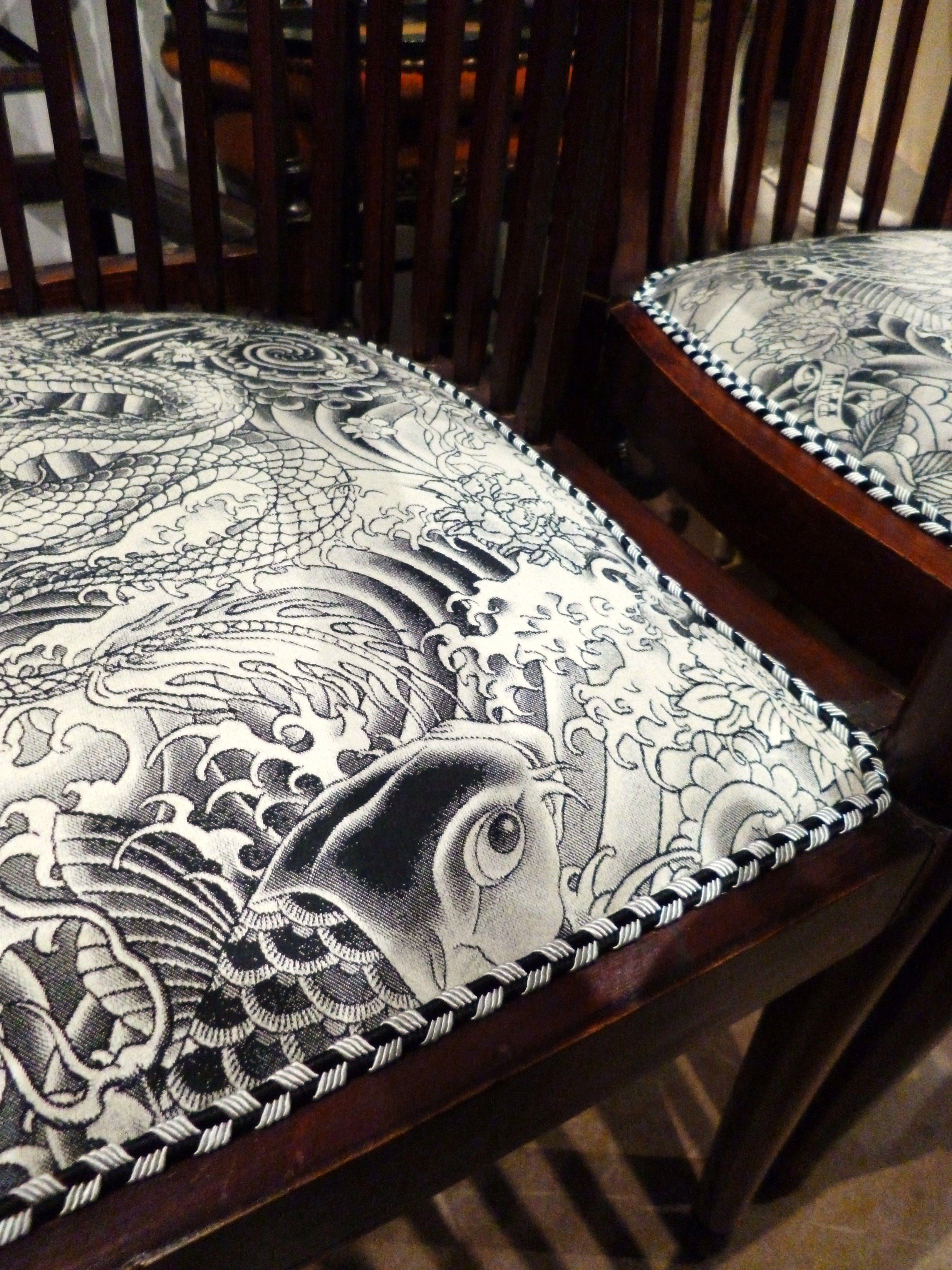 Tissu Jean Paul Gaultier fauteuils années 30, tapissier d'ameublement, tapissier