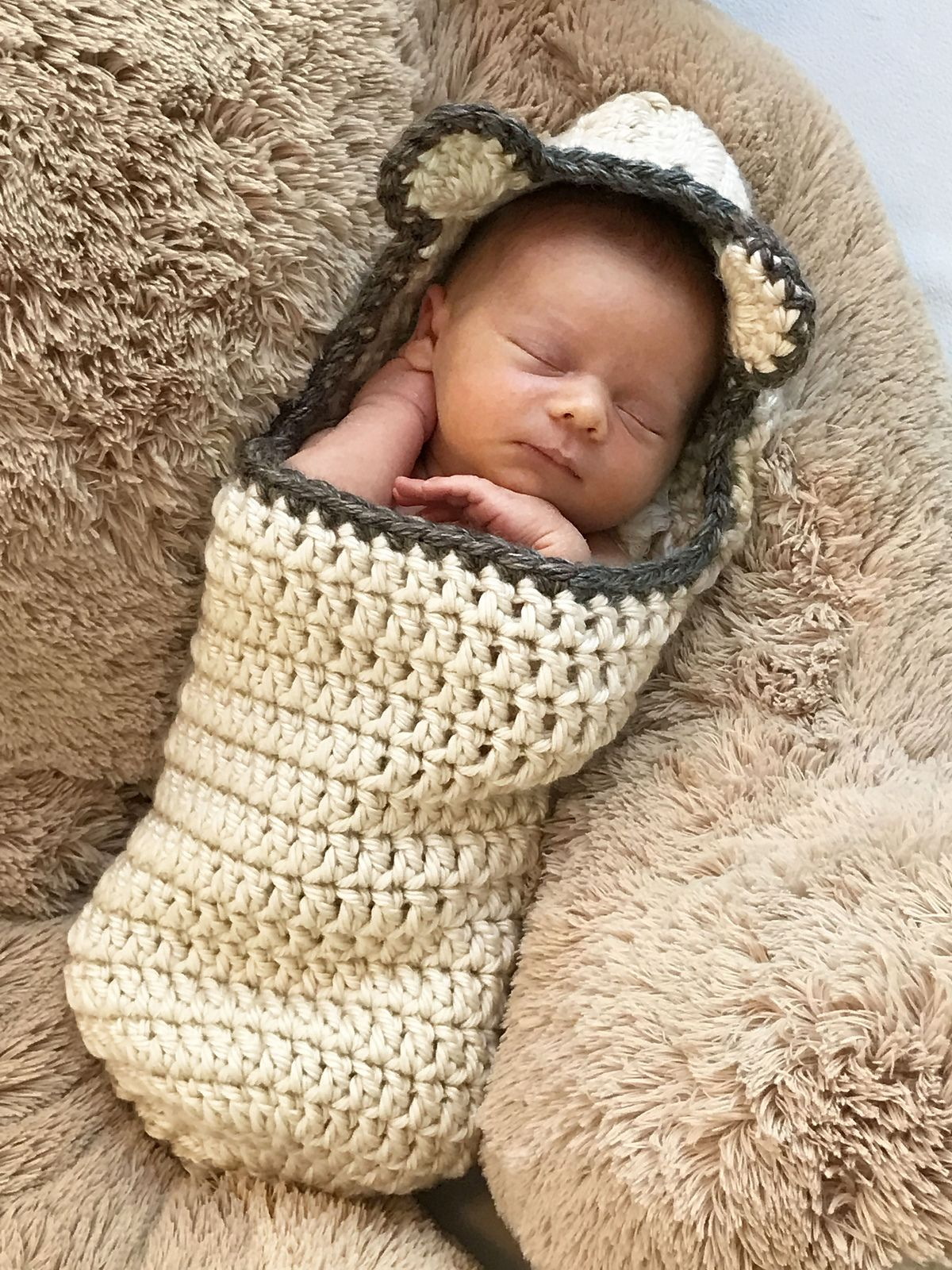 Ravelry: Chunky Hooded Bear Cocoon by Deborah O\'Leary | Crochet ...