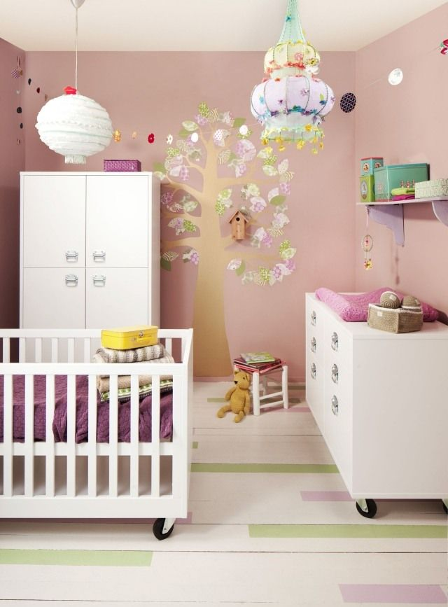 Babyzimmer wandgestaltung farben  wandgestaltung kinderzimmer mädchen zartrosa deko baum weiße möbel ...
