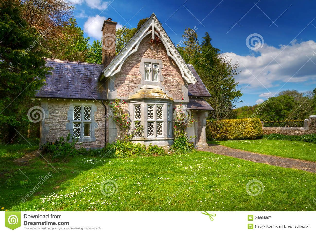 Fairy tale cottage house royalty free stock photography for Fairytale cottage plans