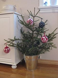 i have an old top to an artificial tree.  how about adding a galvanized bucket and placing on the front step?  yeah!