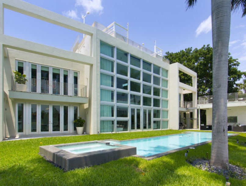 Lil Wayne S Miami Party Pad Has A Pool Full Of Sharks Mansions Miami Mansion Miami Beach House