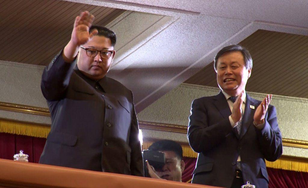 Onstage South Korean K Pop Stars In The Balcony Kim Jong Un Clapping Published 2018 Korean Pop Stars Korean Pop Pops Concert