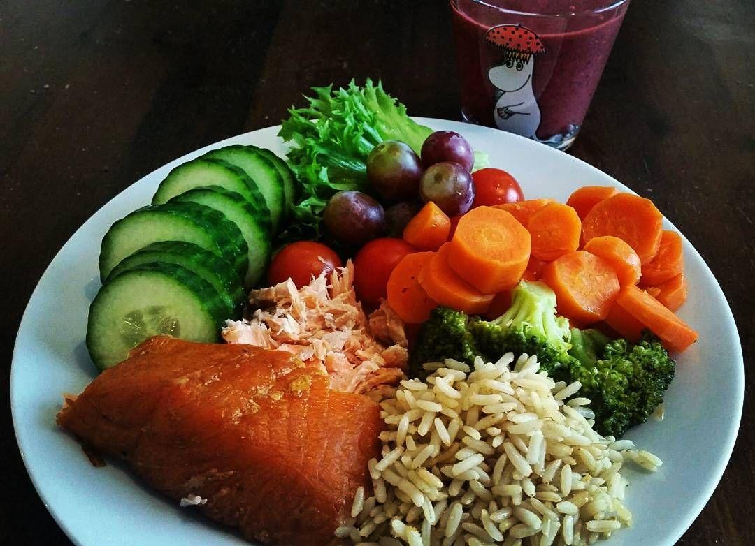 #goodfood #superfoodsmoothie #fisuu #hyväruokaparempimieli #selfmade  Kukkia ja miestä kotiin odotellessa  #naistenpäivä  by saturuuhimaki