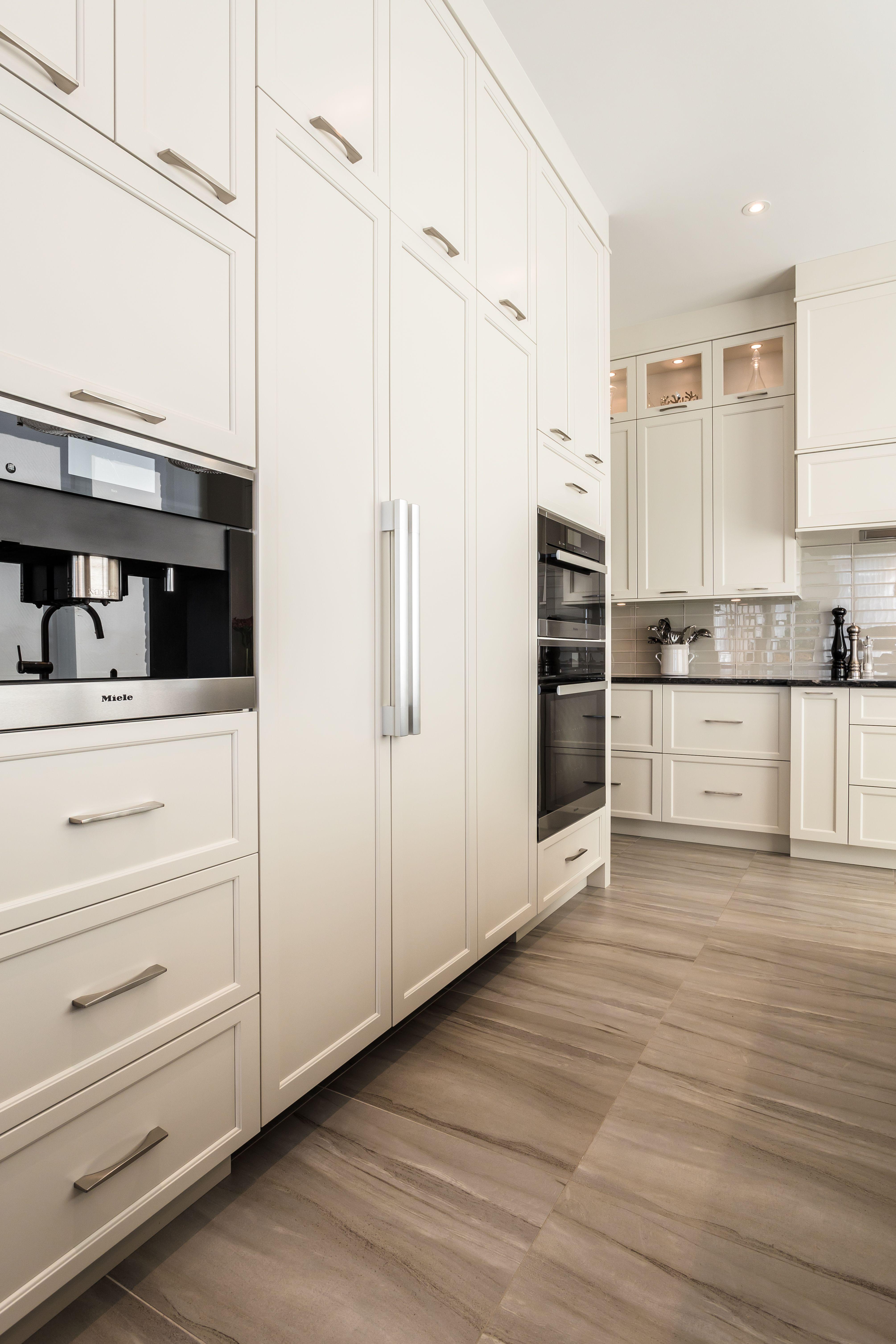 Difference Blanc Brillant Et Blanc Laqué la concorde: composée d'armoires de cuisine en mdf laqué