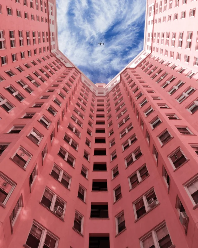 1 Grand Budapest Vibes At The Edgewater Apartments In Chicago Cityporn Budapest Grand Budapest Edgewater