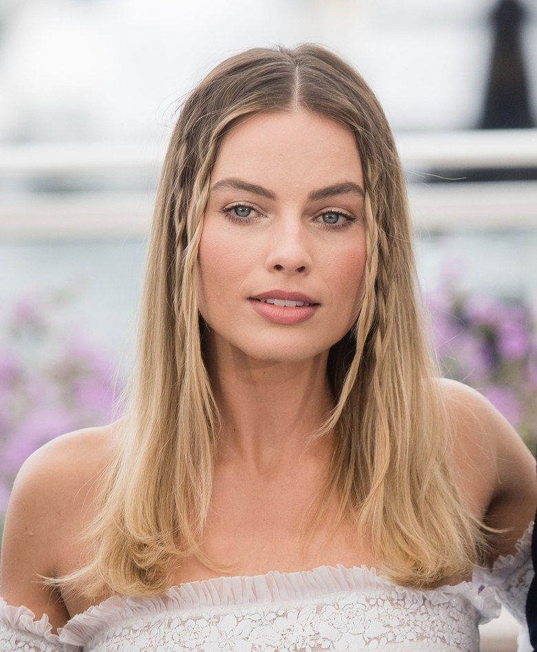 Margot Robbie S Red Carpet Braids Are Your New Summertime Go To Margot Robbie Hair Celebrity Hairstyles Hairstyle Look