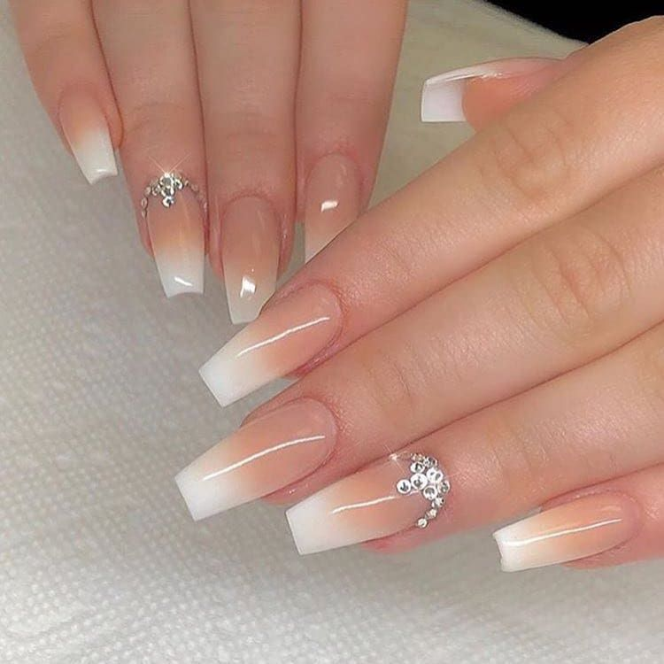 Ombre Nails With Rhinestones Ombre Nails In 2020 Rhinestone Nails Nails Design With Rhinestones Luxury Nails