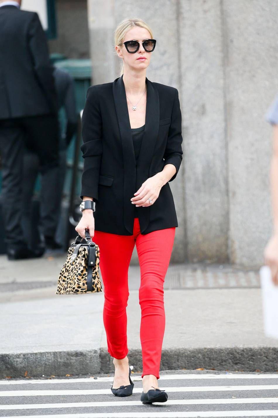 5443ac11630 Nicky Hilton en rouge et noir dans les rues de New York ce vendredi 6  novembre
