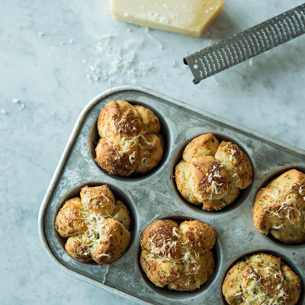 Single-Serve Garlic Pull-Apart Breads