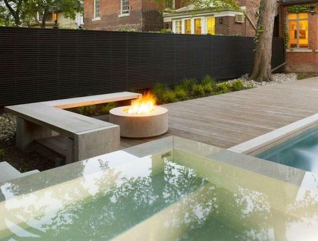garten terrasse gestaltung sichtschutz mauer pool feuerstelle rund sitzbank - Eine Feuerstelle Am Pool