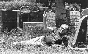 """""""Nunca me senti só. Gosto de estar comigo mesmo. Sou a melhor forma de entretenimento que posso encontrar"""" Charles Bukowski"""