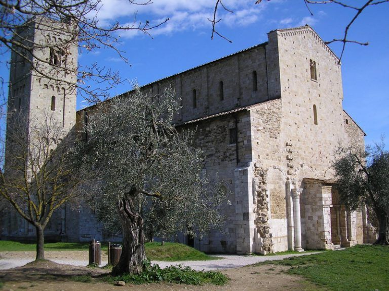 Abbazia di Sant'Antimo facciata