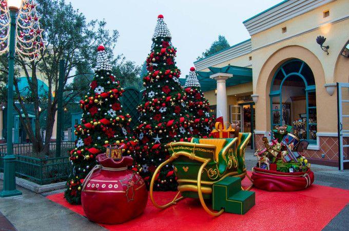 Walt Disney Studios Christmas With Images Disneyland Paris