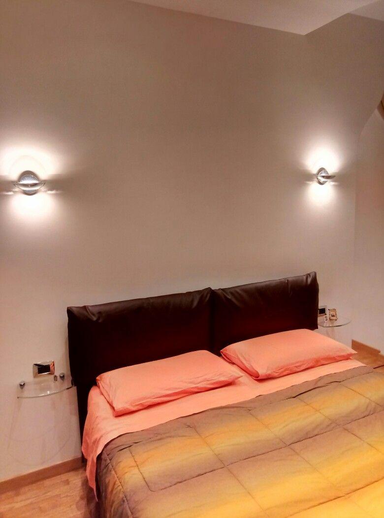camera da letto applique a parete cabina armadio nascosta www ...