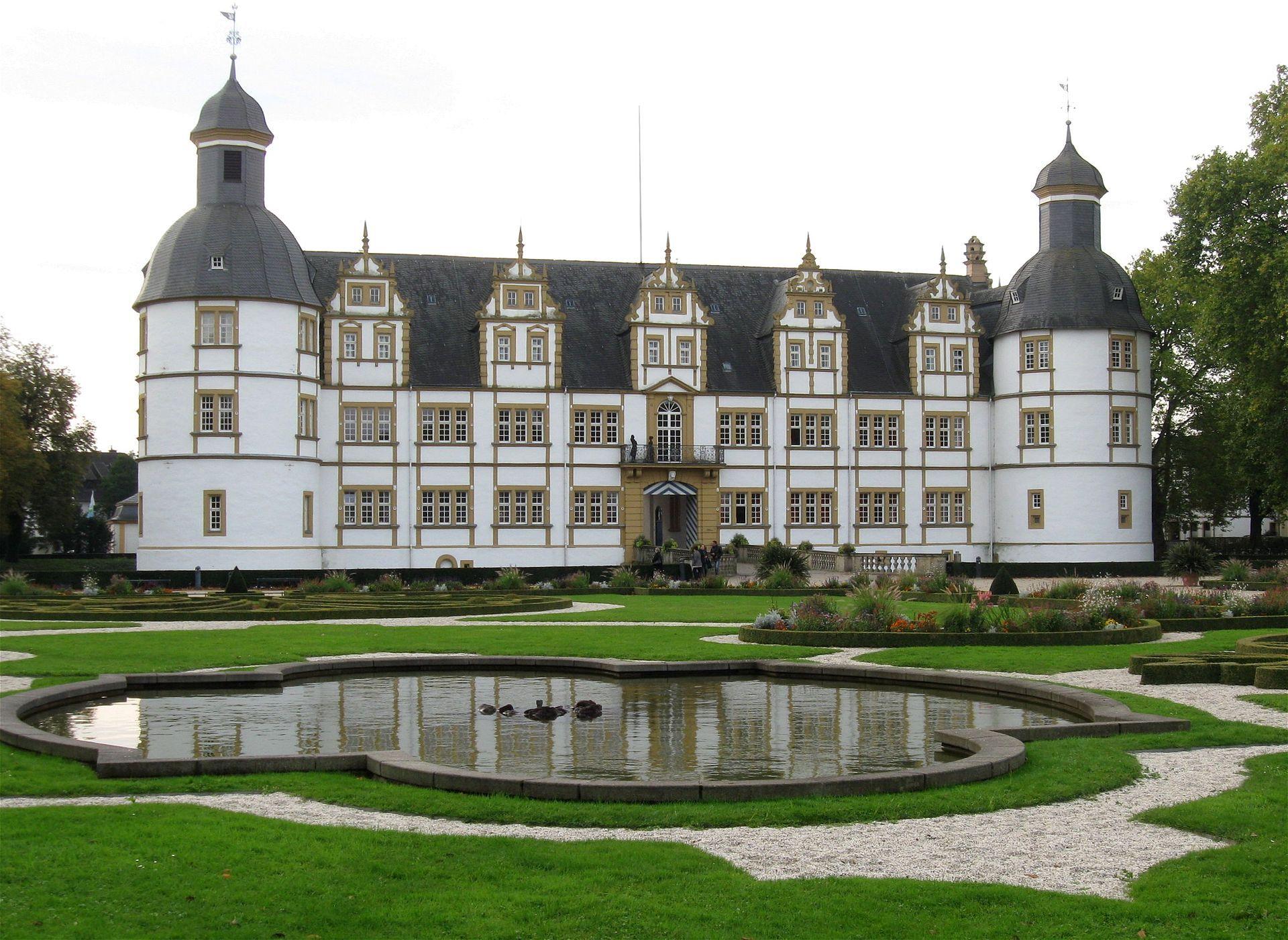 Schloss Neuhaus Gartenseite Paderborn 3 Schloss Neuhaus Paderborn Wikipedia House Styles Mansions Castle