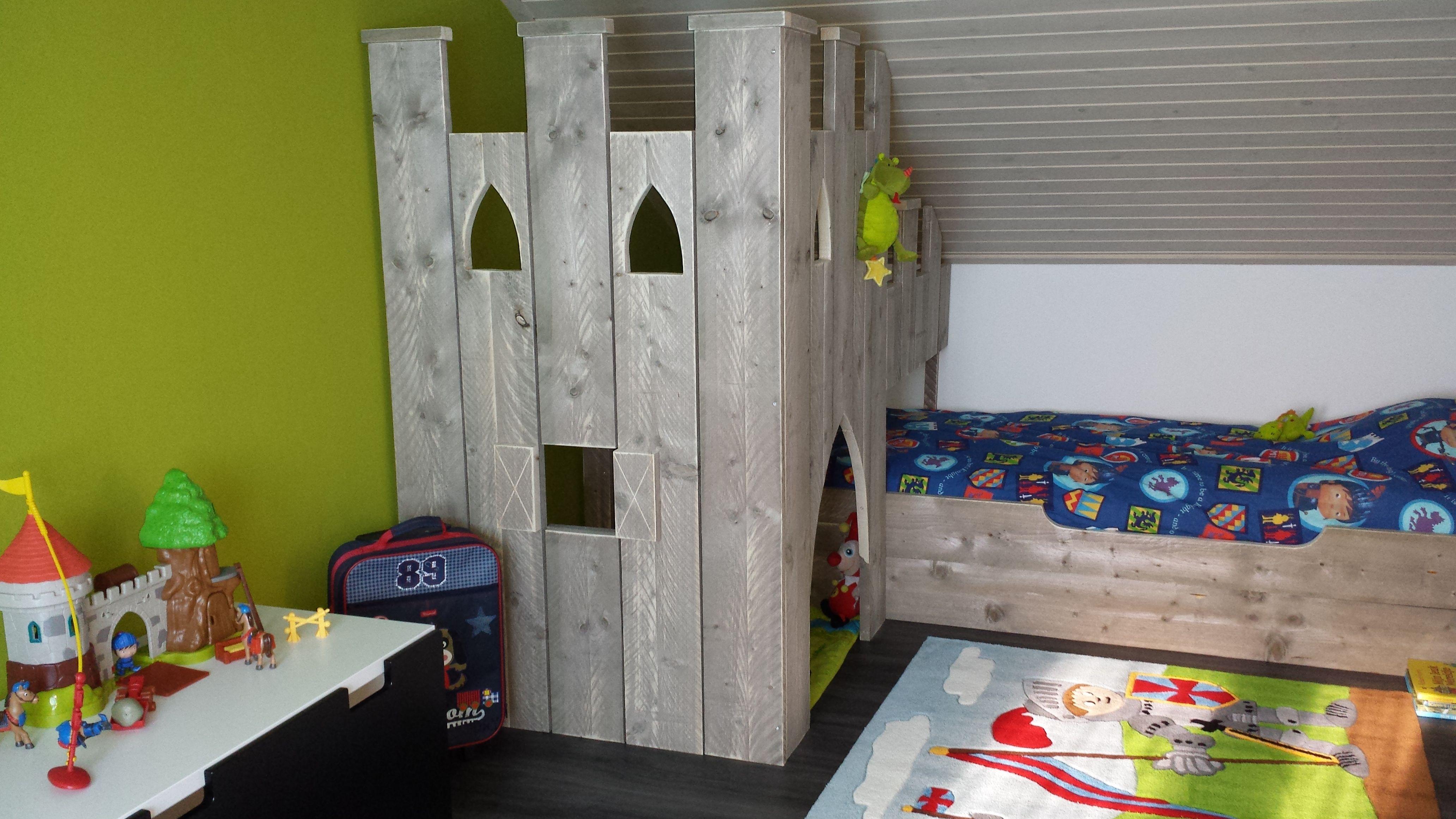 Dit kunstwerk moet nog gebouwd worden :-) Het is alleszins al in dezelfde houtkleur als D'Leh zijn grote jongensbed