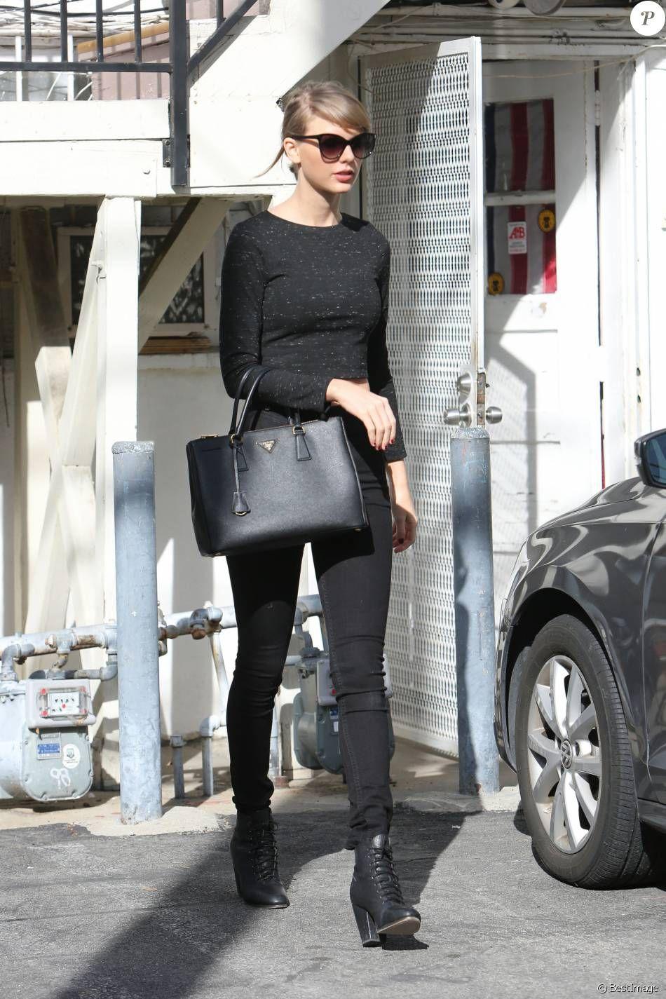 aff5458cba7050 Taylor Swift fait du shopping sur Melrose avenue; Elle porte un sac noir de  la