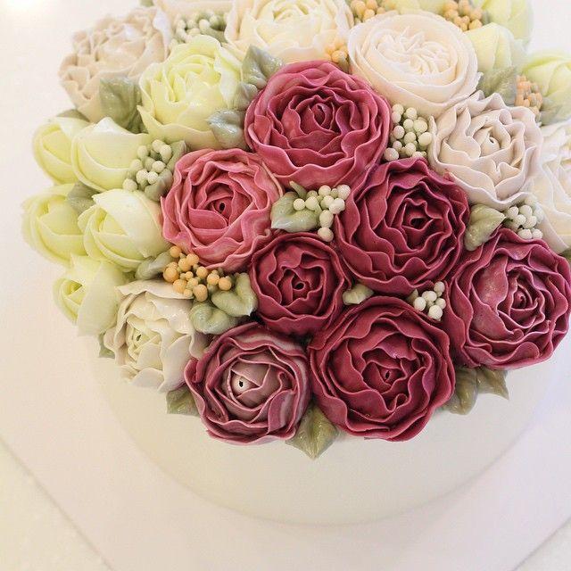 날은 흐리지만 화사한 블라썸  #flowercake #baking #cake #flower #buttercreamcake #cakedesign #wine #mydearcake #플라워케이크 #마이디어 #마이디어케이크