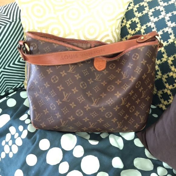 a97d33d83458 FLASH SALE Auth LV Delightful MM sale ends 12am  800! Who doesn t love Louis  Vuitton. It s used. Has some cracking but not horrible you can t tell  unless ...