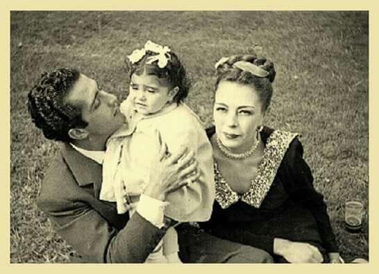 Abel Salazar Con Su Primogenita Y Su Primer Esposa Alicia