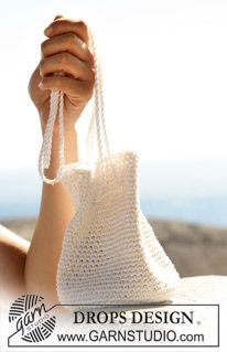 """Virkad DROPS väska i """"Cotton Viscose"""" och """"Bomull-Lin"""". ~ DROPS Design"""