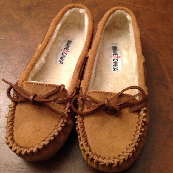 Minnetonka moccasins size 6. Great condition. Minnetonka moccasins size 6. Great condition. Minnetonka Shoes Moccasins