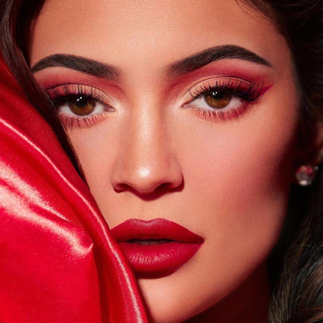 makeup vampybeauty hacksmakeup brushmakeup applications