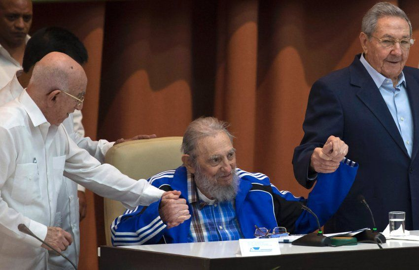Fidel Castro (rechts sein Bruder Raul, at 89 yrs old