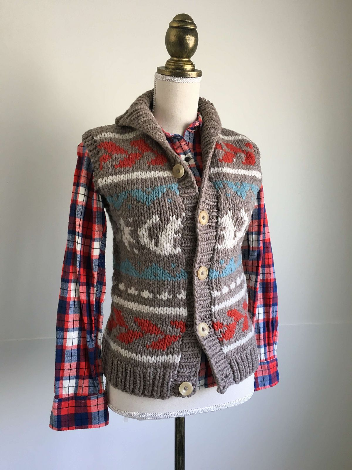 walnut cowichan vest designed by amirisu magazine / in quince & co ...