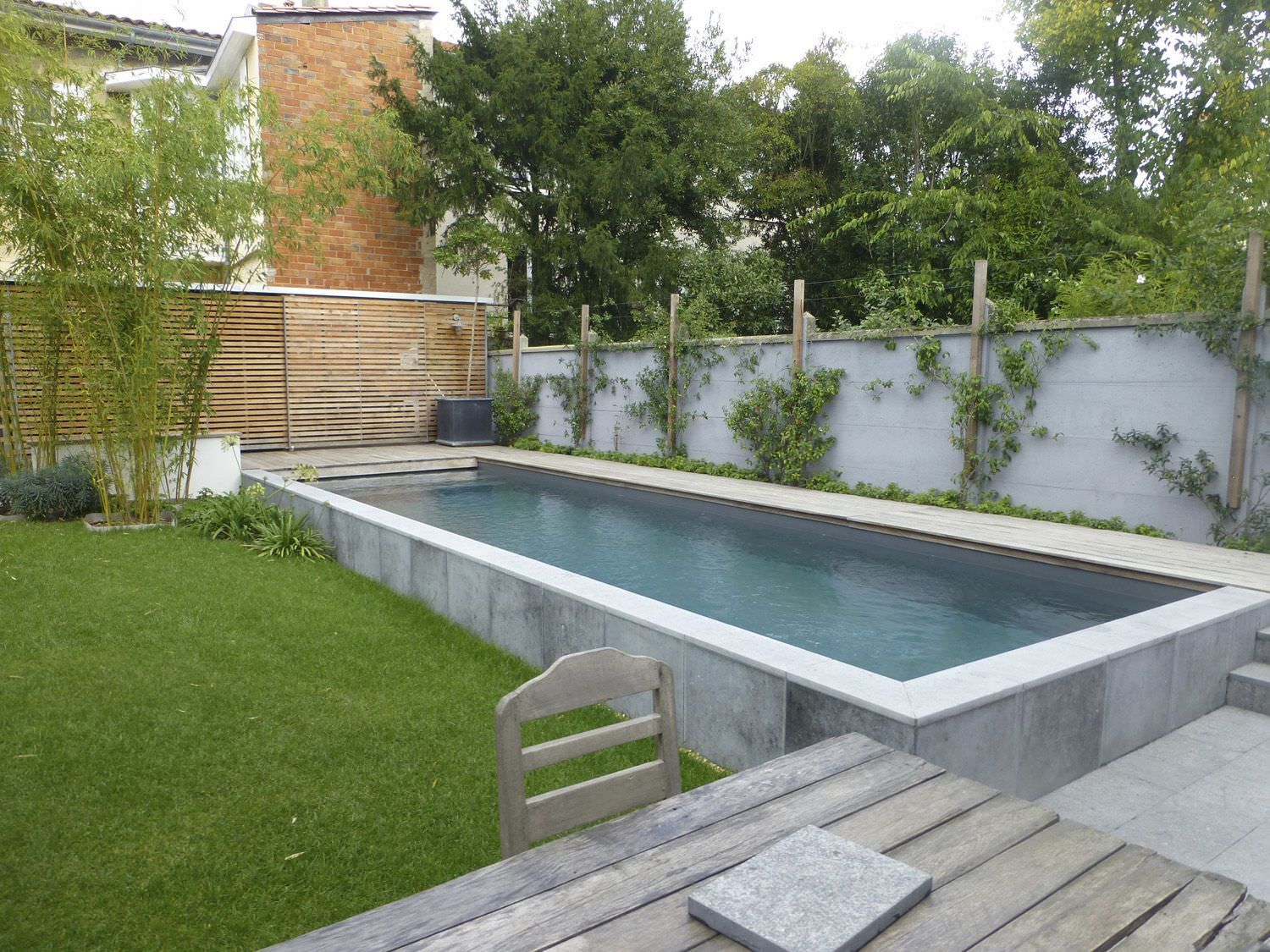Piscine semi enterr e en b ton plouf pinterest for Piscine en teck semi enterree