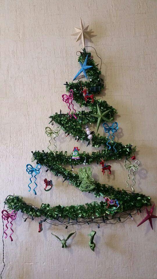 Christmas tree.  Fácil y ahorrador de espacio.