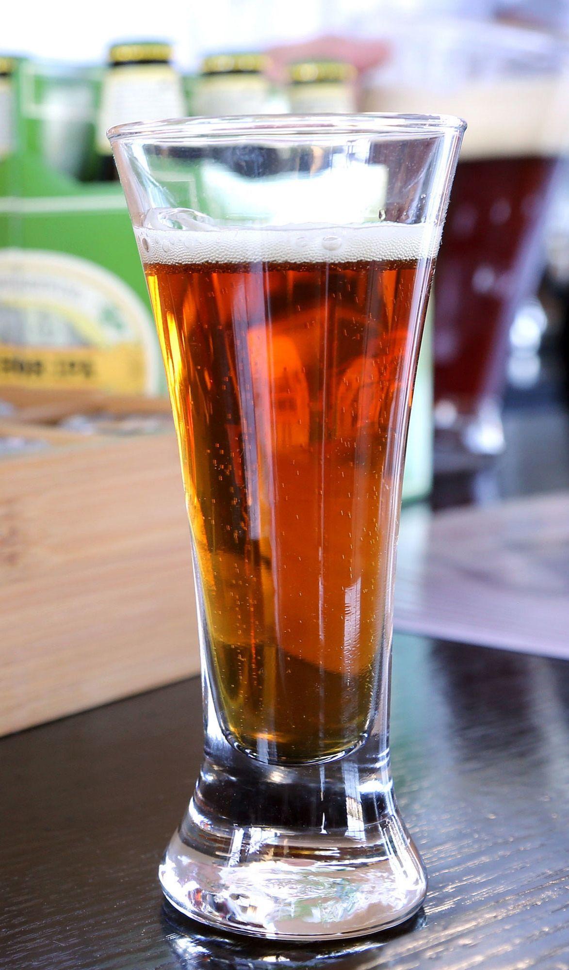 A Calorie Comparison Of Your Favorite Beers Beer Benefits Beer Health Benefits Beer