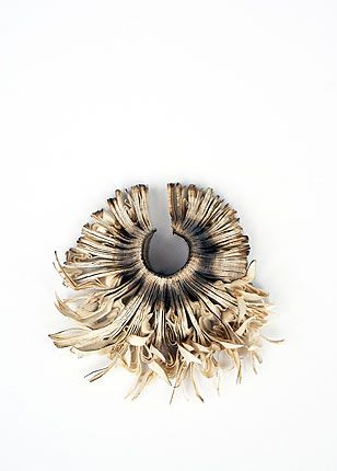 Flora Vagi, paper jewellery