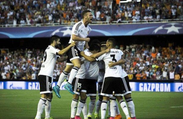 La 'pegada' y la suerte acercan al Valencia a la Champions - El Valencia consiguió ganar por 3-1 al Mónaco y mantiene sus opciones de estar en la Liga de Campeones, tras un partido de ida en el que su rival fu...