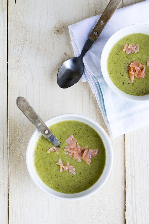Het is courgettetijd, en daarom vond ik het tijd voor een receptje voor courgetesoep vandaag. In menig moestuin zijn de courgettes klaar om geoogst te worden. Dus tijd om lekkere gerechten met courgette te eten. En wat je dan gegeten moet hebben is courgette soep, zo lekker! Eerder deelde ik een recept voor courgettesoep met... LEES MEER...