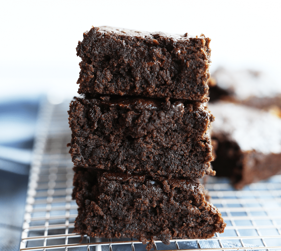 These Cake Brownies Are Super Moist And Gooey Just Like A Brownie But Light In Texture Lik Gluten Free Brownies Recipe Vegan Gluten Free Brownies Vegan Brownie