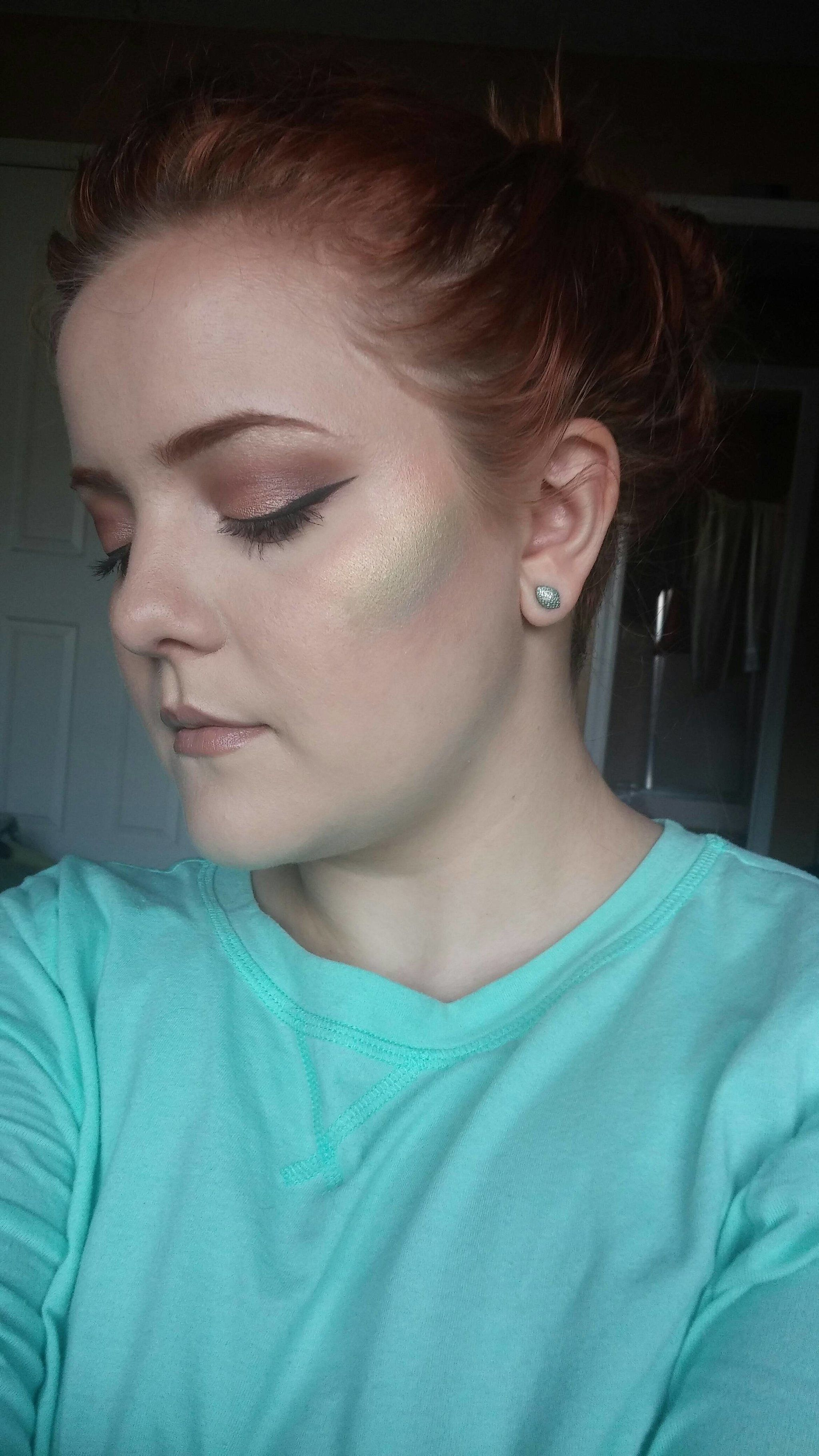1 Woman Made Her Own DIY Rainbow Highlighter, and the Results Are Epic