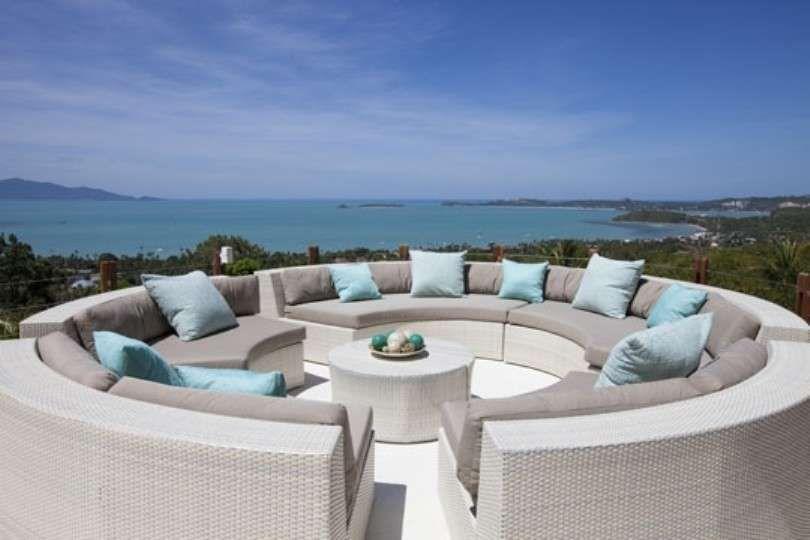 Tavolino terrazzo ~ Come arredare un terrazzo al mare divano circolare con tavolino